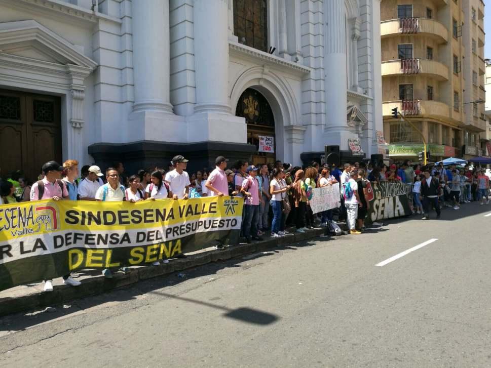 Reunión en Bogotá pretende levantar toma a Catedral de Cali
