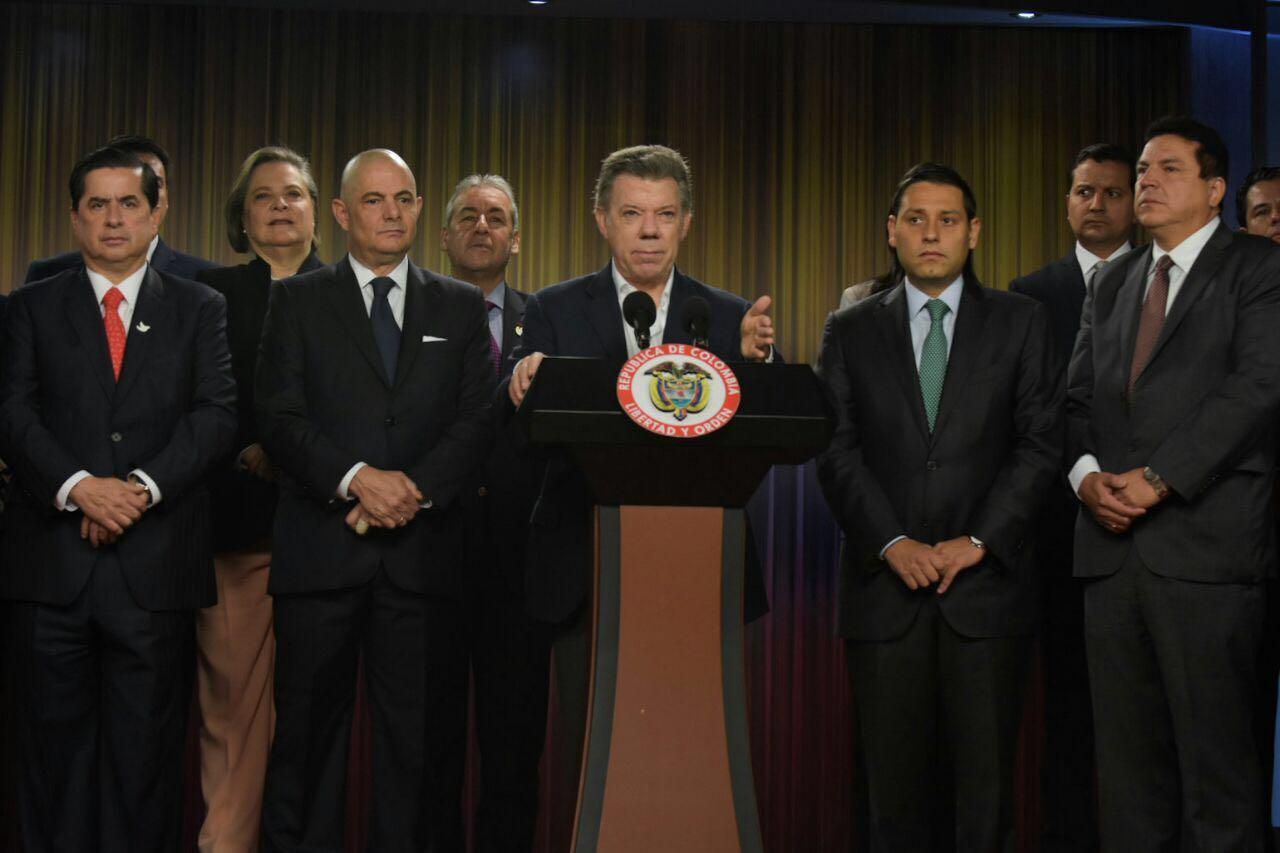 """Santos dice que puede redactar """"la pregunta que le dé la gana"""" en plebiscito"""