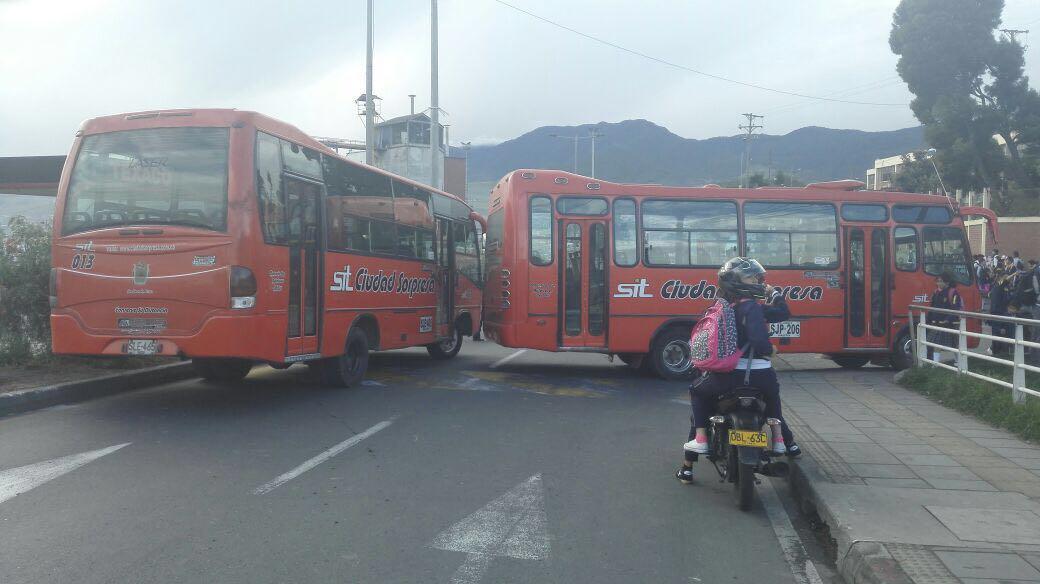 Transportadores de Pasto bloquean vías en protesta contra la Alcaldía
