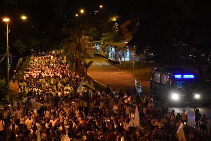 En imágenes: Universitarios de Cali marcharon por la paz de Colombia