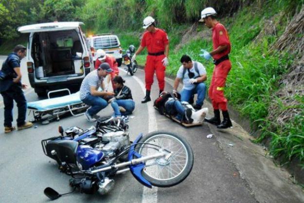 Choque múltiple dejó como saldo un motociclista gravemente herido