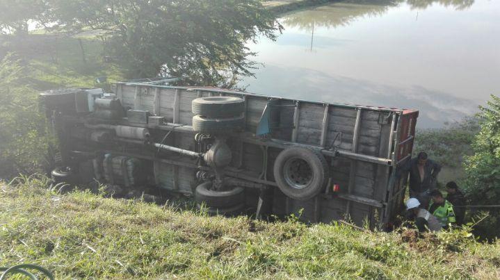 En accidente en vía Yumbo- Mulaló, un vehículo resultó volcado