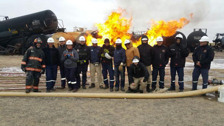 En EE.UU., bomberos de Cali se gradúan en control de materiales peligrosos