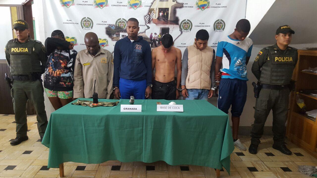 Capturadas seis personas y una menor mientras manipulaban una granada