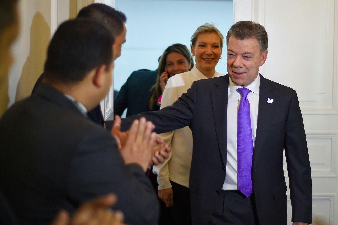 Comunidad internacional ve en el nobel impulso a la paz en Colombia