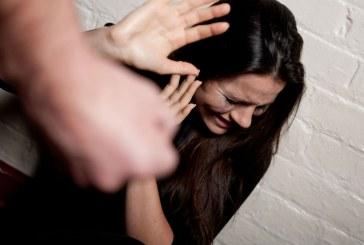 Cárcel para hombre que golpeó a su esposa con un palo de escoba en Cali