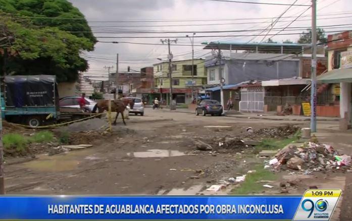 Malestar en habitantes de barrio Aguablanca por reparación de vía inconclusa