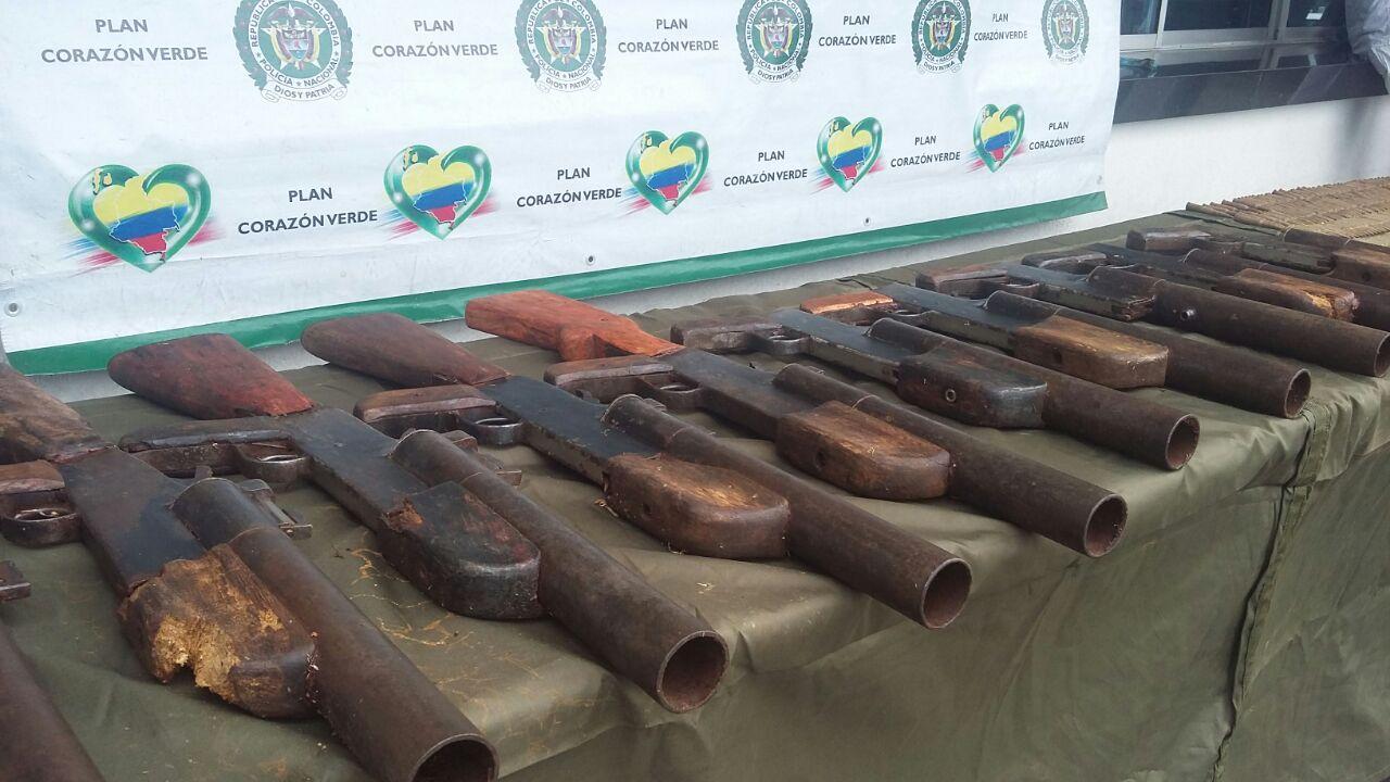 Hallan caletas con arsenal de guerra en zona rural de Trujillo, Valle