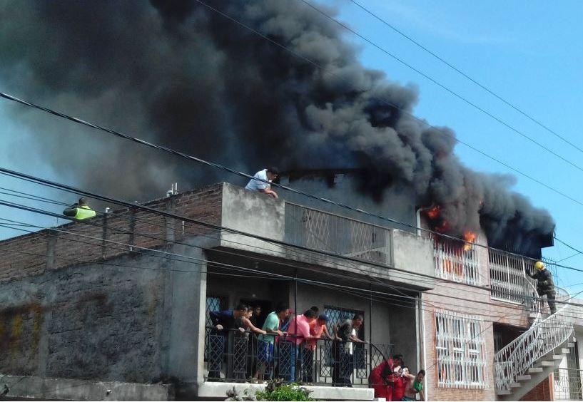 Incendio afecta con gravedad una casa del suroriente de Cali