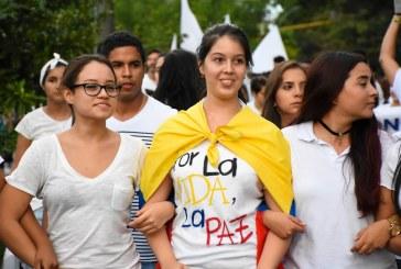 Universitarios marcharon nuevamente por la paz y las víctimas
