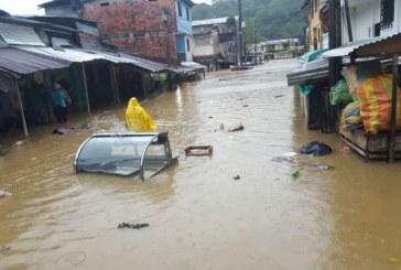 Más 17 mil familias damnificadas por inundaciones en Chocó