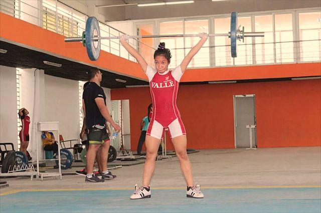 Pesista vallecaucana se impone como campeona mundial en Malasia