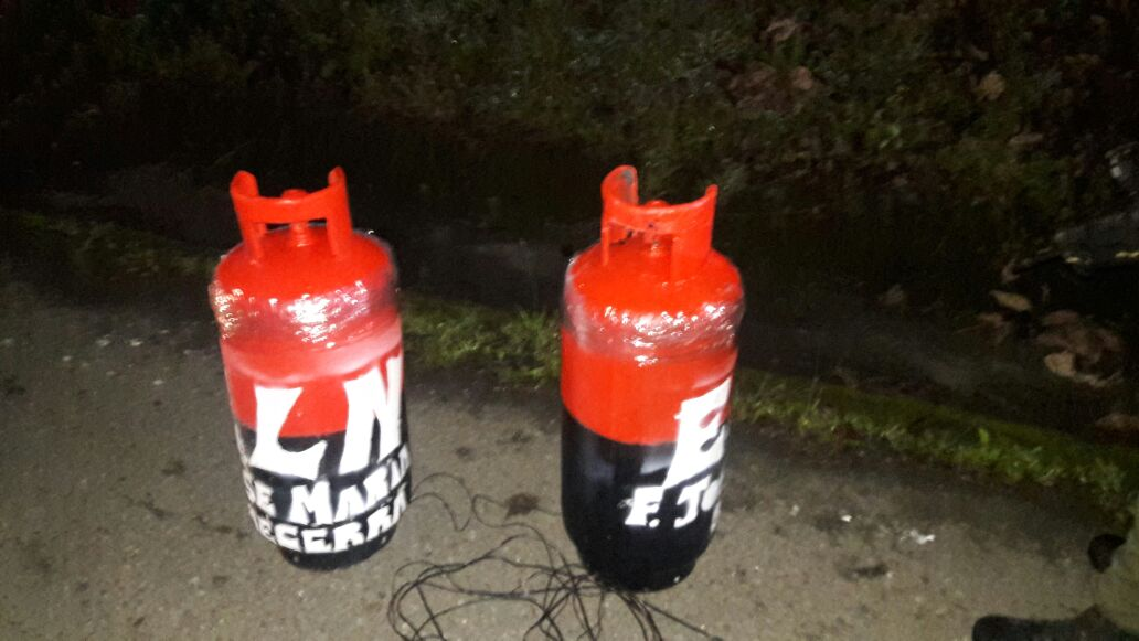 Temor por presencia de dos cilindros con insignias del ELN en la Panamericana