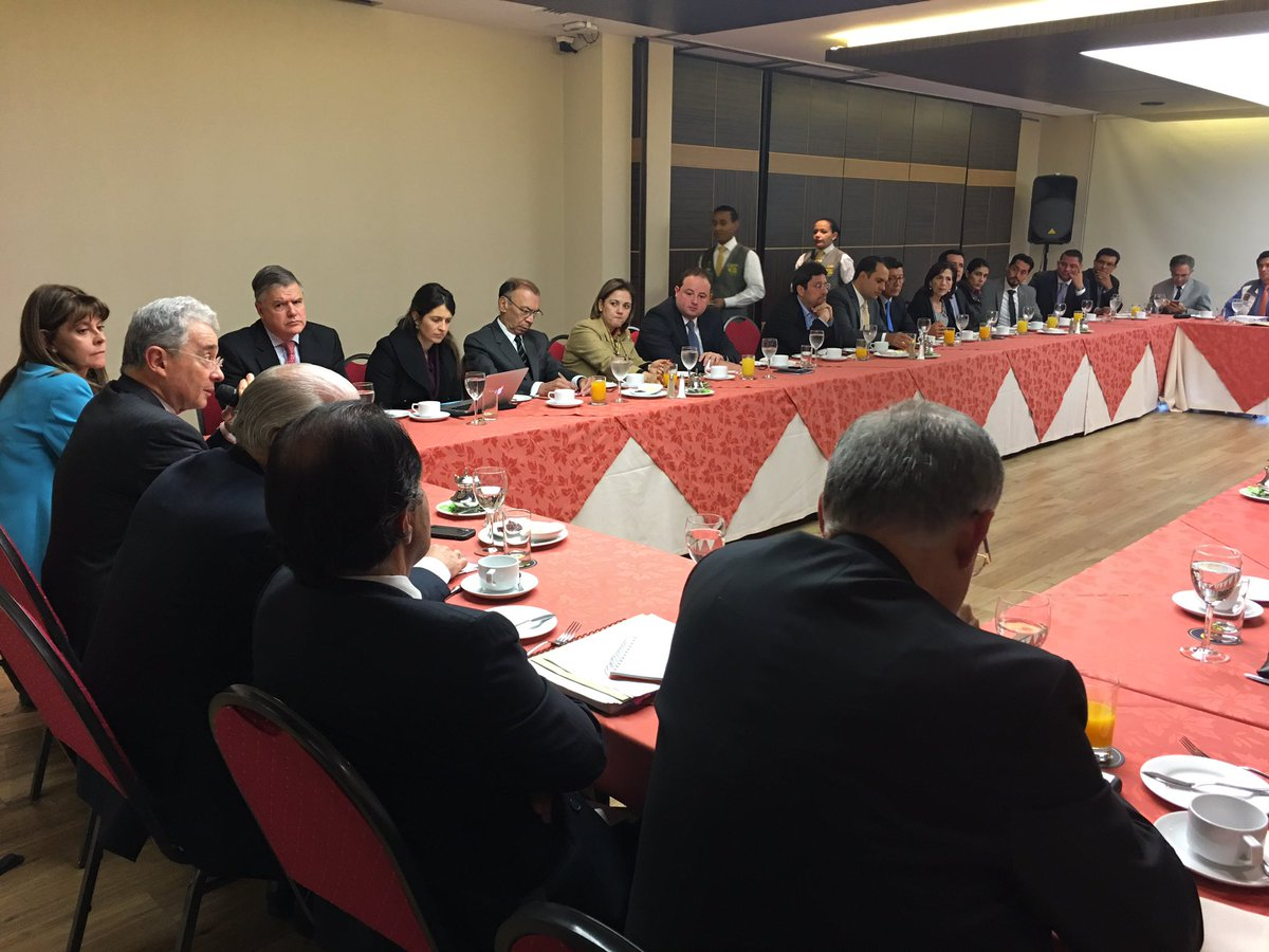 Expresidente Uribe ultima detalles de encuentro con Santos para hablar de paz