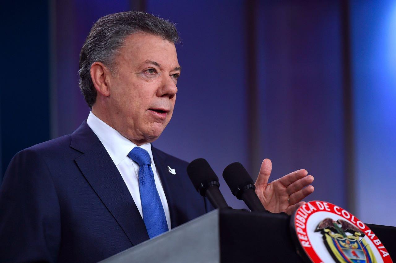 """""""Avanzar en diálogo con ELN hará que paz sea completa"""": Santos"""