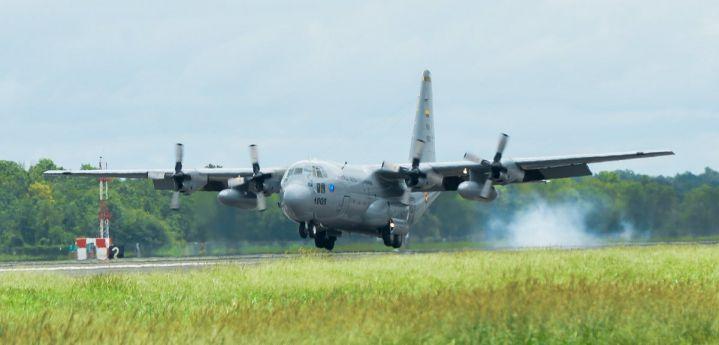 Un muerto y siete heridos al explotar granada en avión Hércules