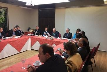 """Uribe entrega al Gobierno documento con """"bases de un acuerdo nacional de paz"""""""