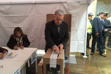 Uribe se muestra partidario de amnistía a guerrilleros sin delitos graves