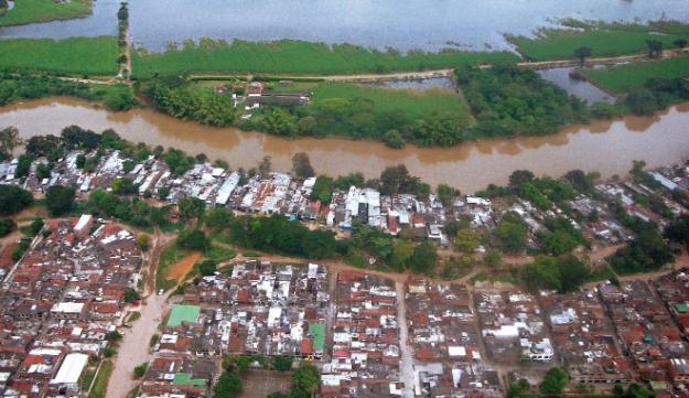 Sobrevuelo al Jarillón evidenció que el 50% de las casas han sido evacuadas