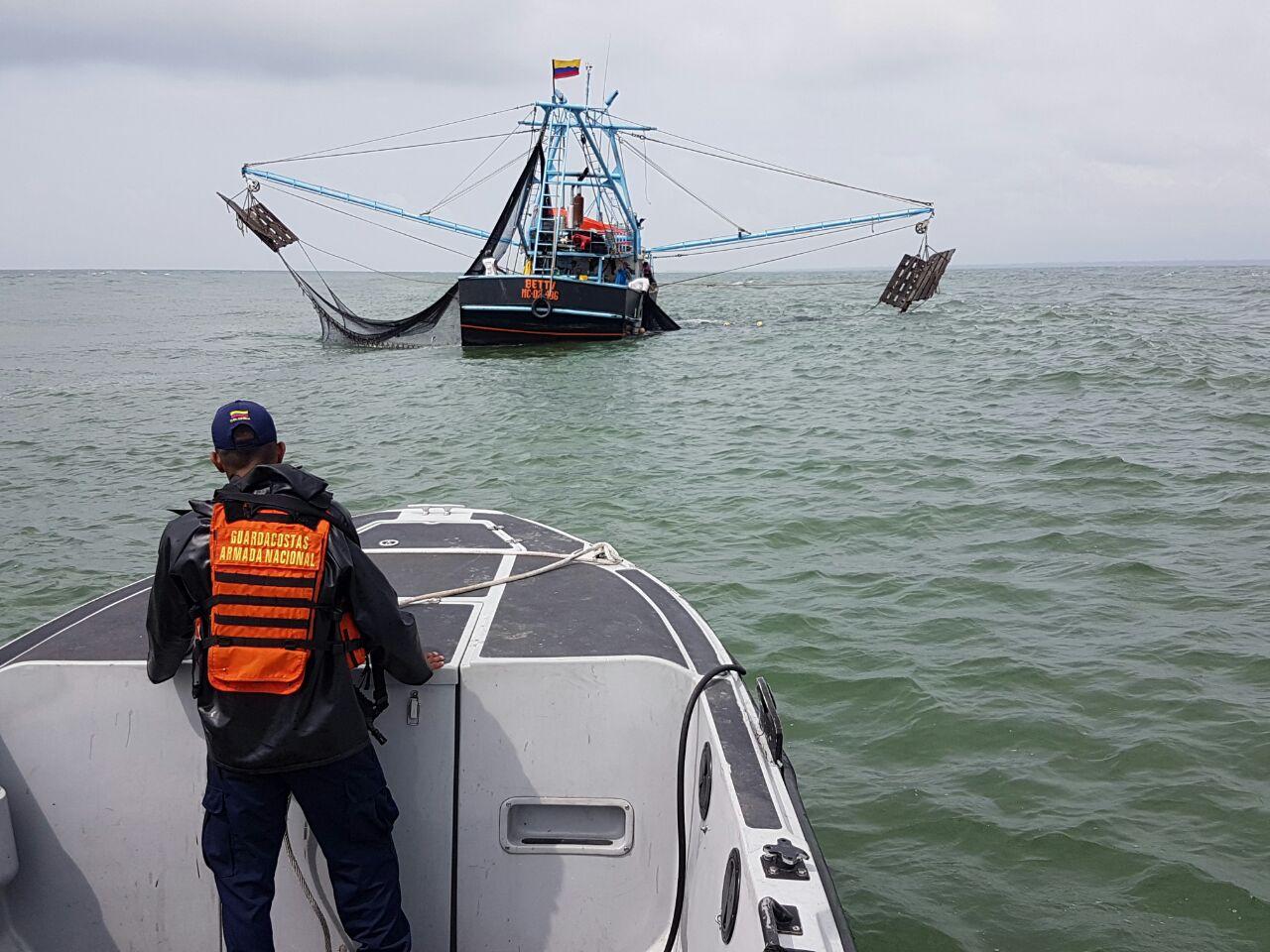 Localizan embarcación realizando faena de pesca ilegal  en el pacífico vallecaucano