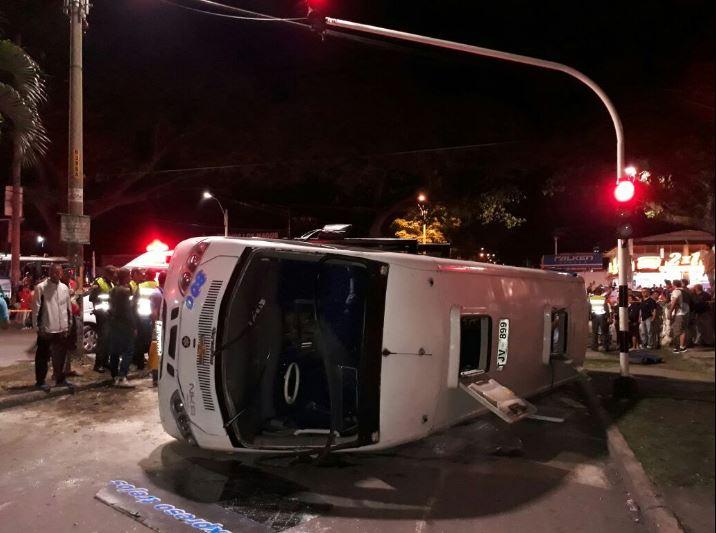 Volcamiento de buseta deja 18 personas heridas en Palmira