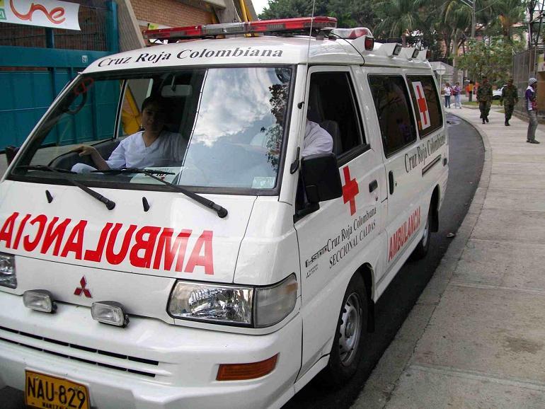 Denuncian caso de agente que retuvo una ambulancia con pacientes en Cali