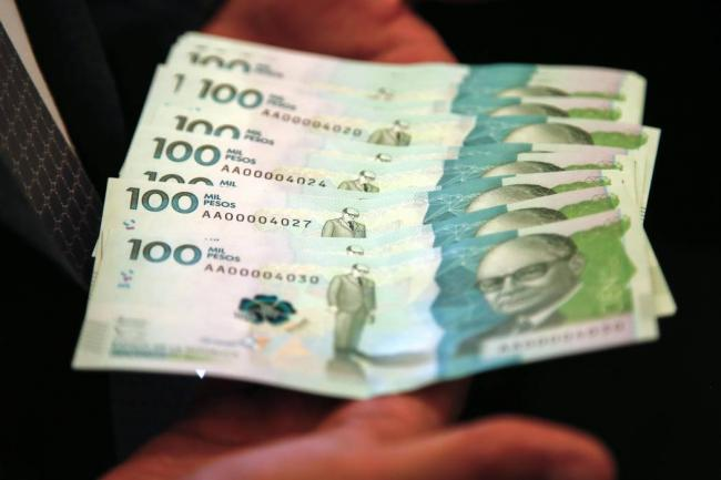 Autoridades incautan billetes falsos de 100 mil pesos