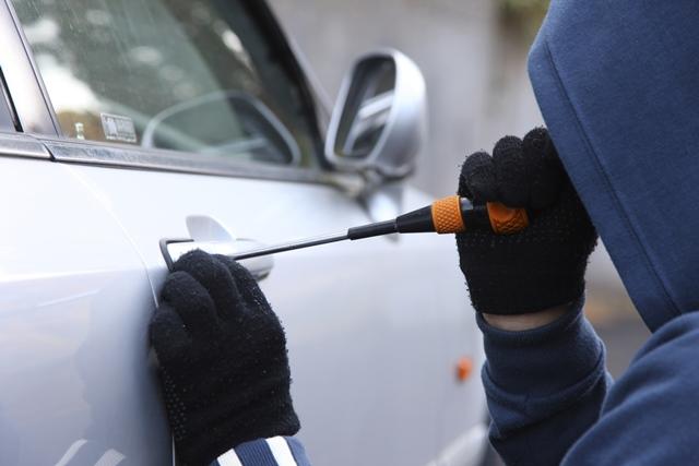 Bajo modalidad del 'halado' roban carro en el barrio El Refugio, sur de Cali