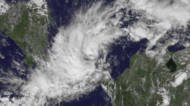 Suspenden vuelos y cierran playas de San Andrés por paso de tormenta Otto