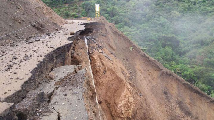 [En imágenes] Derrumbe tiene sin servicio de agua a dos municipios del Valle