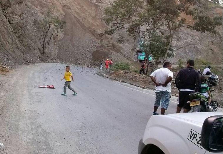 Dos mil vehículos están represados en la vía Buga-Buenaventura