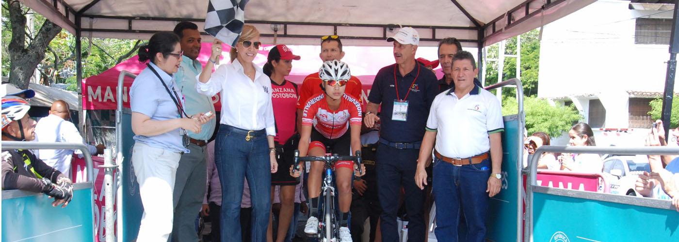 Inició la contrarreloj de la primera Vuelta a Colombia femenina en bicicleta
