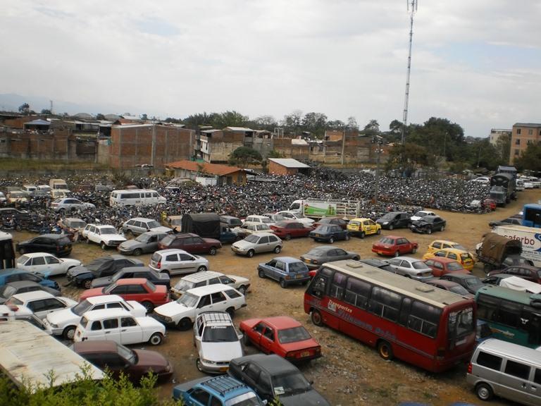 Tránsito busca rematar 15 mil vehículos abandonados en los patios