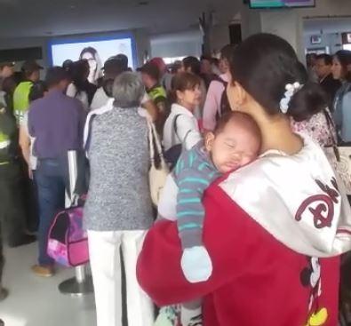 Protestas por cancelación de vuelo en aeropuerto Bonilla Aragón