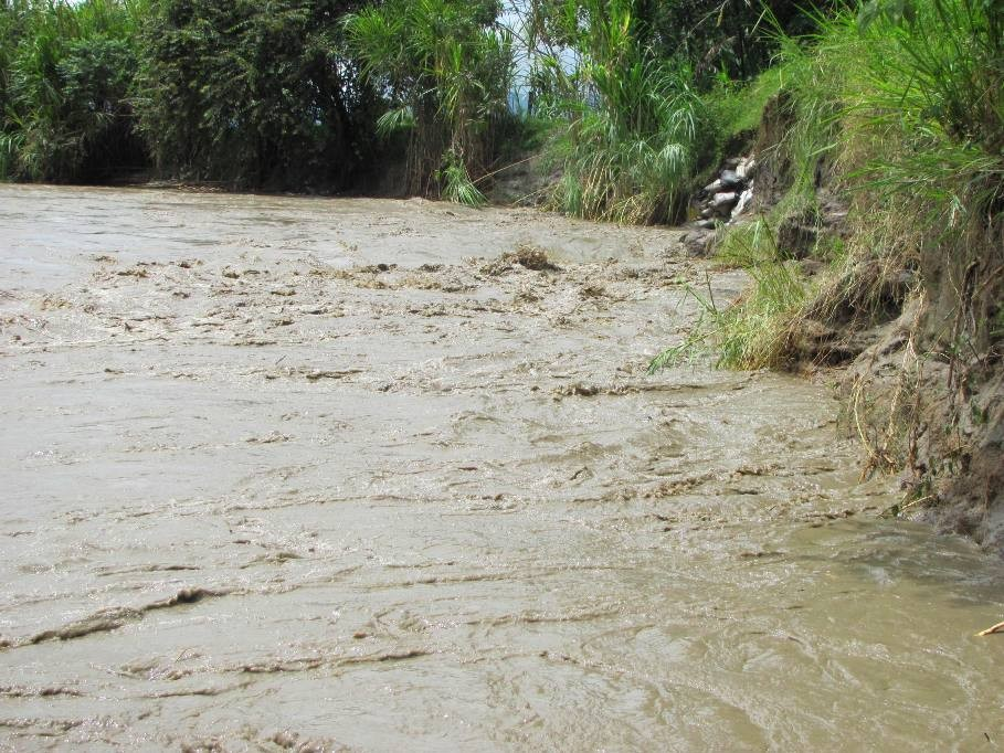 14 personas fueron salvadas de la creciente del río Bugalagrande