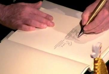 """Santos y """"Timochenko"""" firman el nuevo acuerdo de paz de Colombia"""