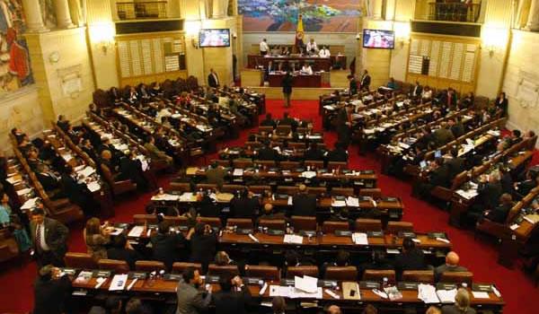 Continúa proyecto de ley que busca restablecer las horas extras en Colombia