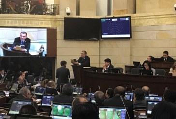 Senado refrenda acuerdo de paz y lo deja en manos de la Cámara