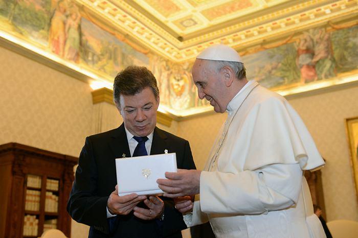 Santos agradece al papa su voz de aliento por la paz