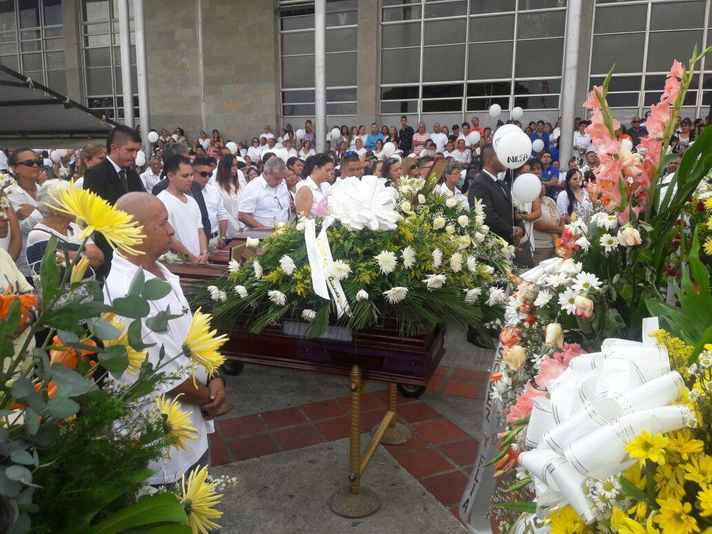 Multitudinario adiós en Yumbo a dos mujeres asesinadas en una vivienda