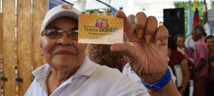 Adultos mayores recibirán beneficios si tienen Tarjeta Dorada