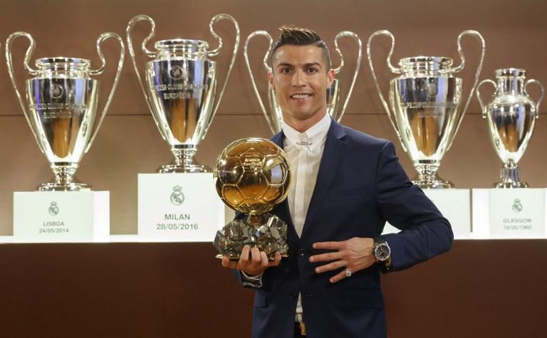El jugador del Real Madrid, Cristiano Ronaldo se baña en oro por cuarta vez