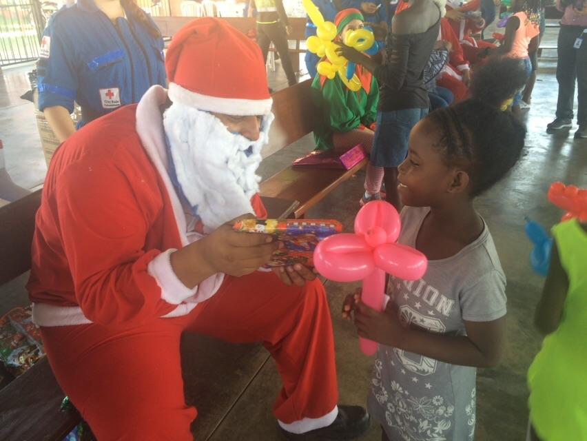 Con musical navideño, continúa la campaña 'Un regalo, una sonrisa'