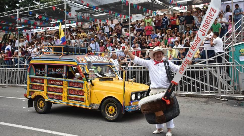 Esto fue 'lo que pasó' en el Desfile de Autos Clásicos y Antiguos
