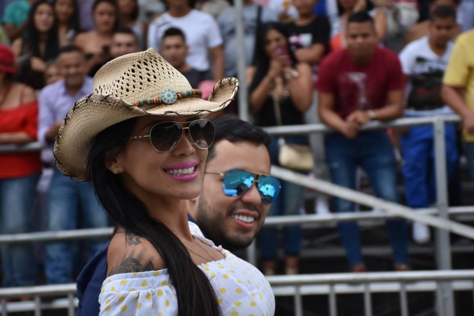 En imágenes: La Feria de Cali prendió motores con el Desfile de Carros Antiguos y Clásicos