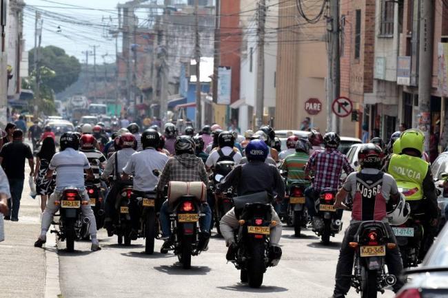 Restringen uso de motos el 24 y 31 de diciembre en Palmira