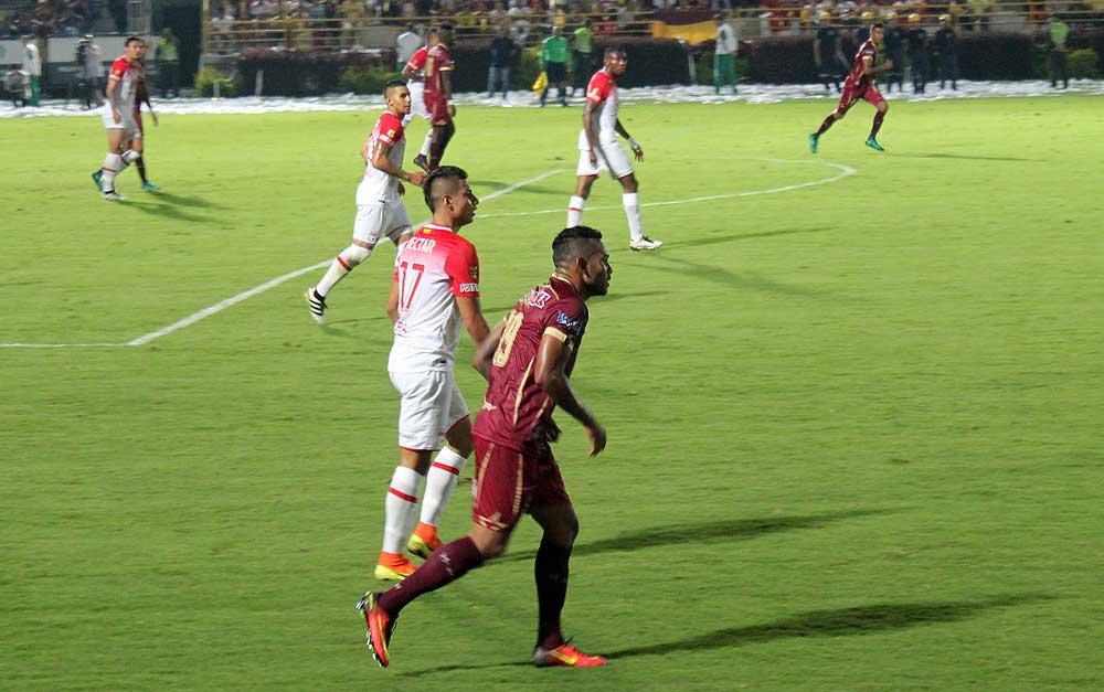 Santa Fe y Tolima empatan 0-0 en ida de la final de la Liga