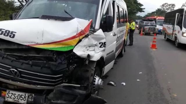 Accidente de tránsito deja lesionados a funcionarios del ESMAD