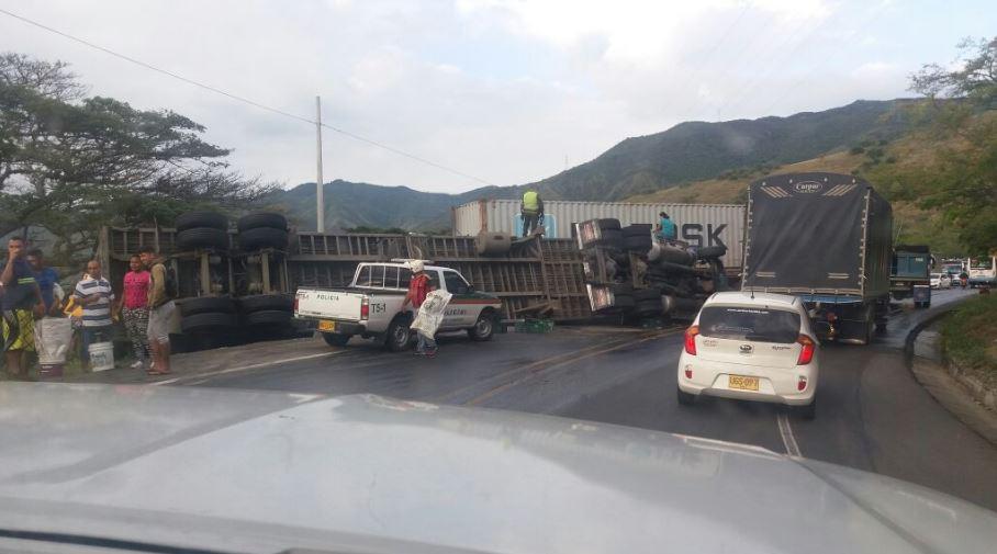 Restringen paso en la vía Yotoco-Vijes por accidente de tránsito