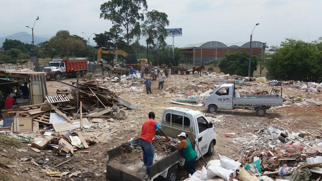 Capturan hombre mientras arrojaba escombros al río Cauca